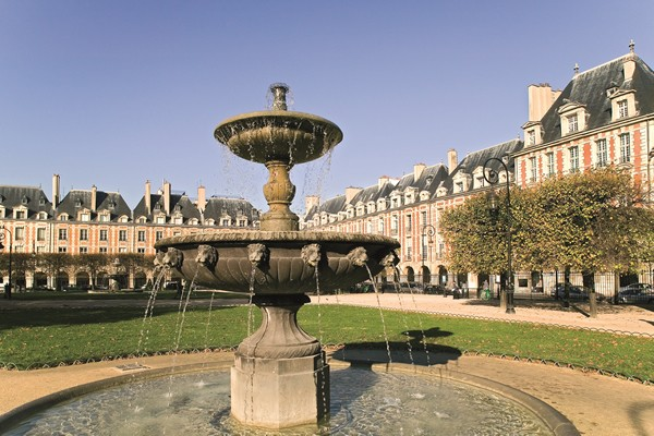 The old district of the Marais, Place des Vosges, the village Saint Paul - Walking tours - Paris Tours